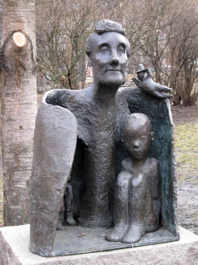 2010-03-30 Astrid Lindgren Statue-2926